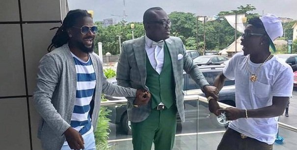 [Photos]Peace at long lost as Shatta Wale and Samini settle beef- Bola Ray made it happen