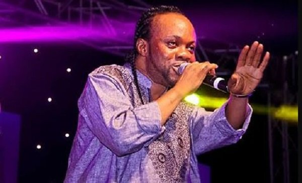 Daddy Lumba Fight With A Fan On Stage For Picking Money