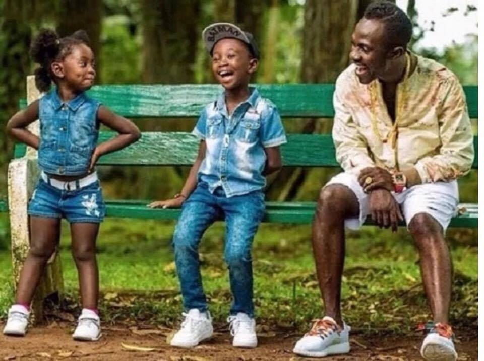 Okyeame Kwame and kids 1 - Video of Okyeame Kwame's son answering science question brilliantly goes viral