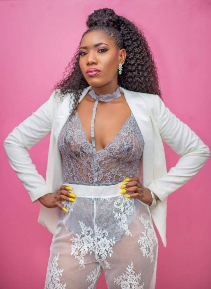 Huh Ghanaian Actress Victoria Lebene Goes Nakked At Dj