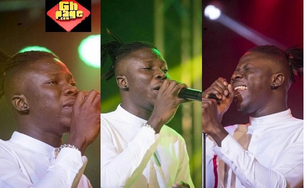 Stonebwoy Cries On Stage In Remembrance Of His 'Mum' At 2017 BHIM Concert (Photos)