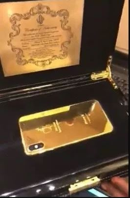 Man Shows Off His 6,625.99 Dollar Gold-Plated iPhone X