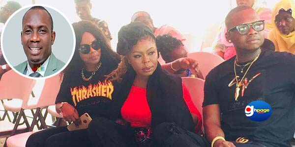 Video: Afia Schwar, Mzbel angrily storm Ebony's family house; Insults Counselor Lutterodt and force parents to 'avenge' daughter's image