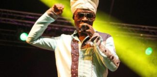 Kojo Antwi pays respect to Ebony, performs 'Me Di Wo Dwa' with Dancers