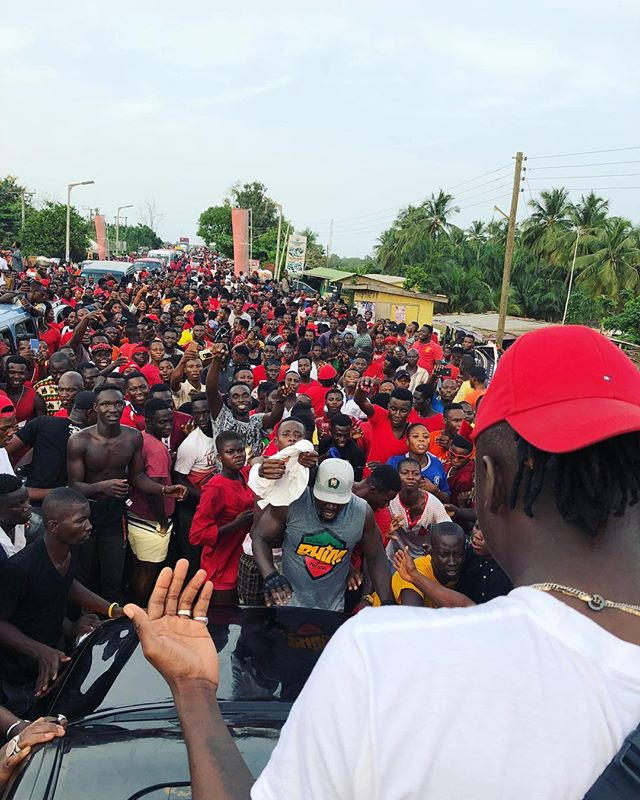 Photos+Video: Watch how Bhim Nation fans welcomed Stonebwoy when he arrived in Sogakope