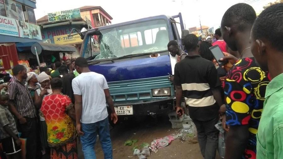 A truck loaded with cement runs into Ashaiman market injuring many