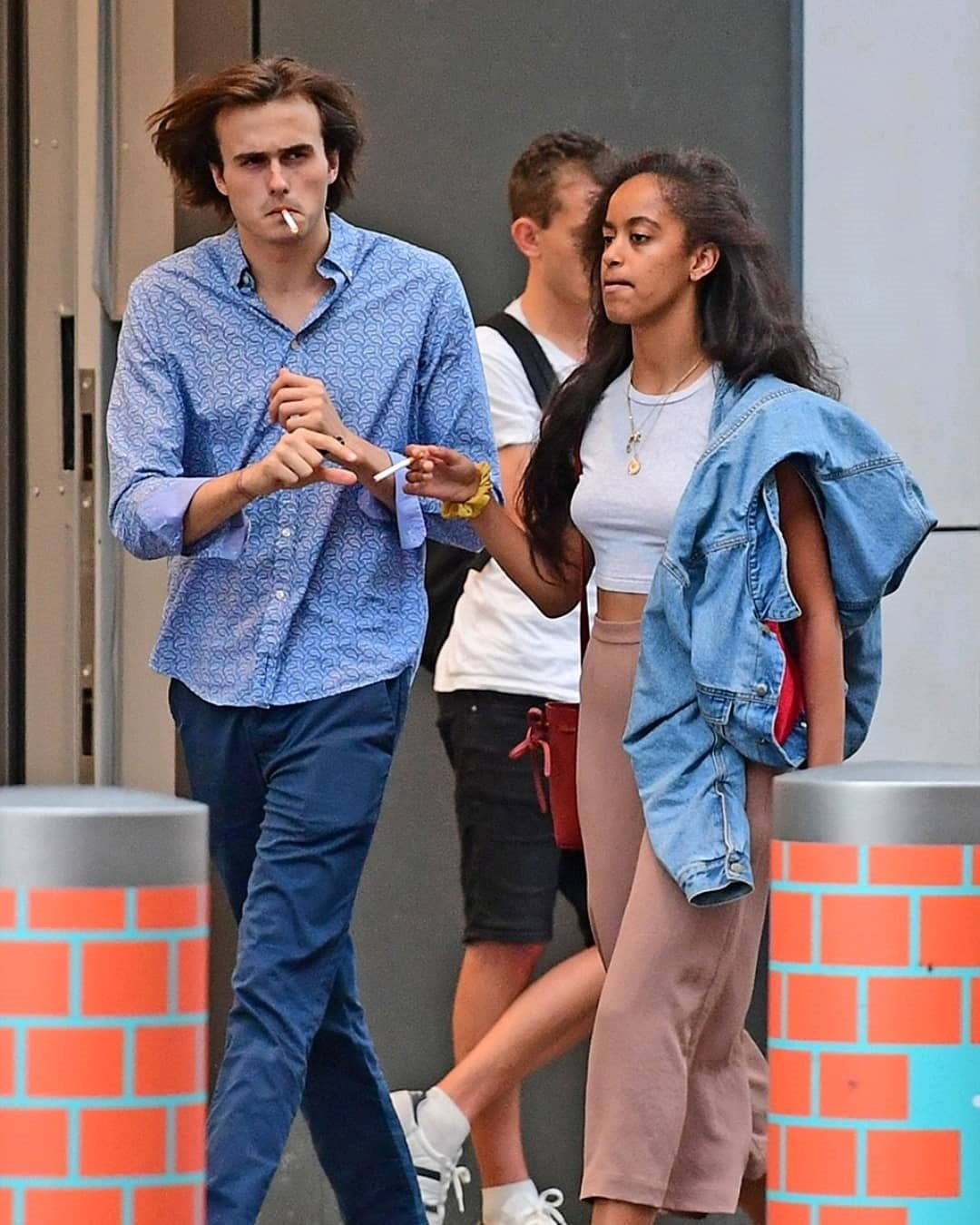 Malia Obama Caught Kissing And Smoking Cigarette On A Date