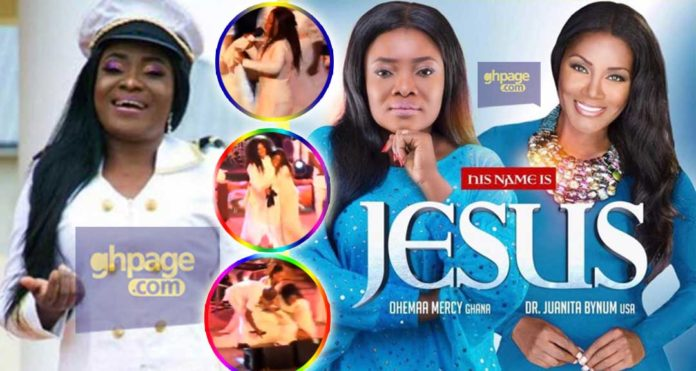 Ohemaa Mercy falls hard on stage after touching the garment of another singer, Juanita Bynum during 2018 Tehillah Experience