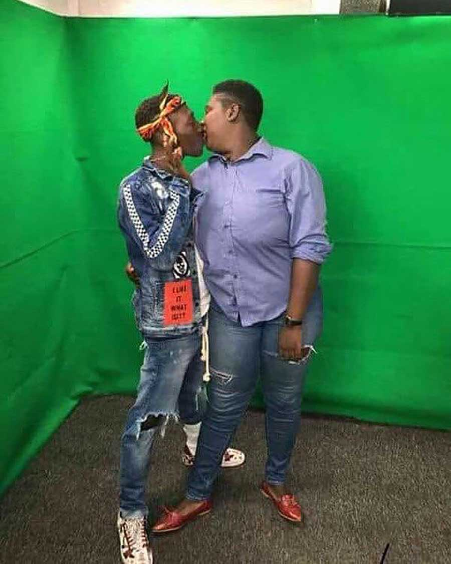 a photo of actress xandy kamel kissing toothless supa goes