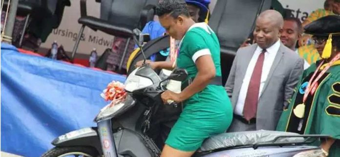 Nurse who helped pregnant woman deliver in bus receives motorbike