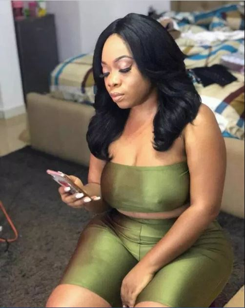 Moesha Buodong goes bra-less; shows free nipples in new photos