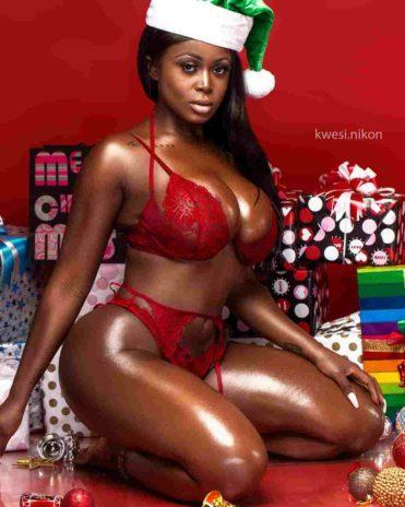Nina Richie Christmas photo 1