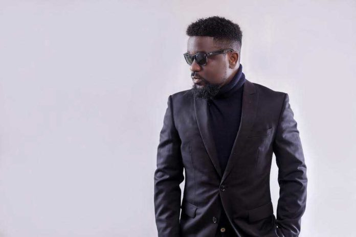 Sarkodie 3 696x464 - Hypocrite Sarkodie betrayed me in a Glo deal -Shatta Wale