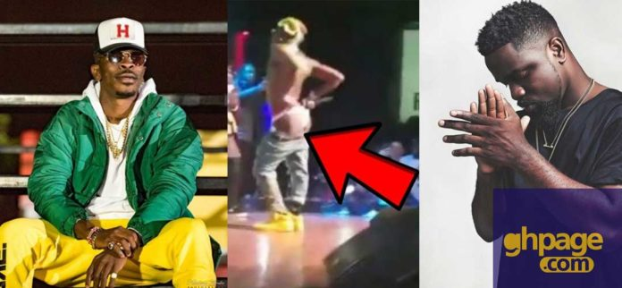 Shatta Wale shows his buttocks as predicted by Sarkodie