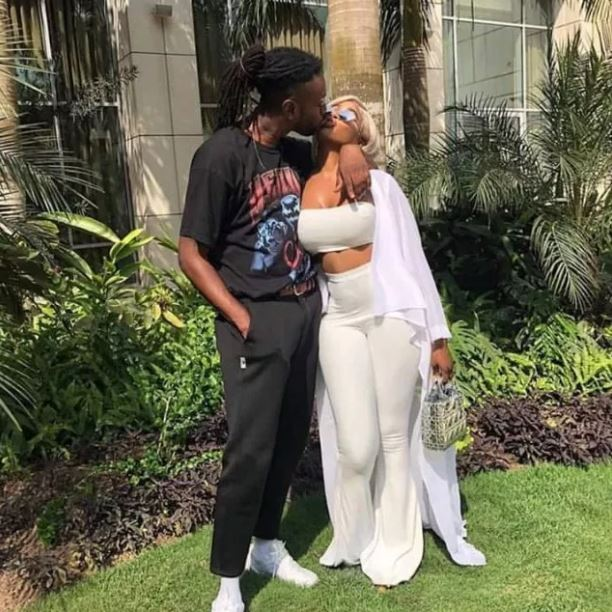 Pappy Kojo and his girlfriend share passionate kiss in latest photo