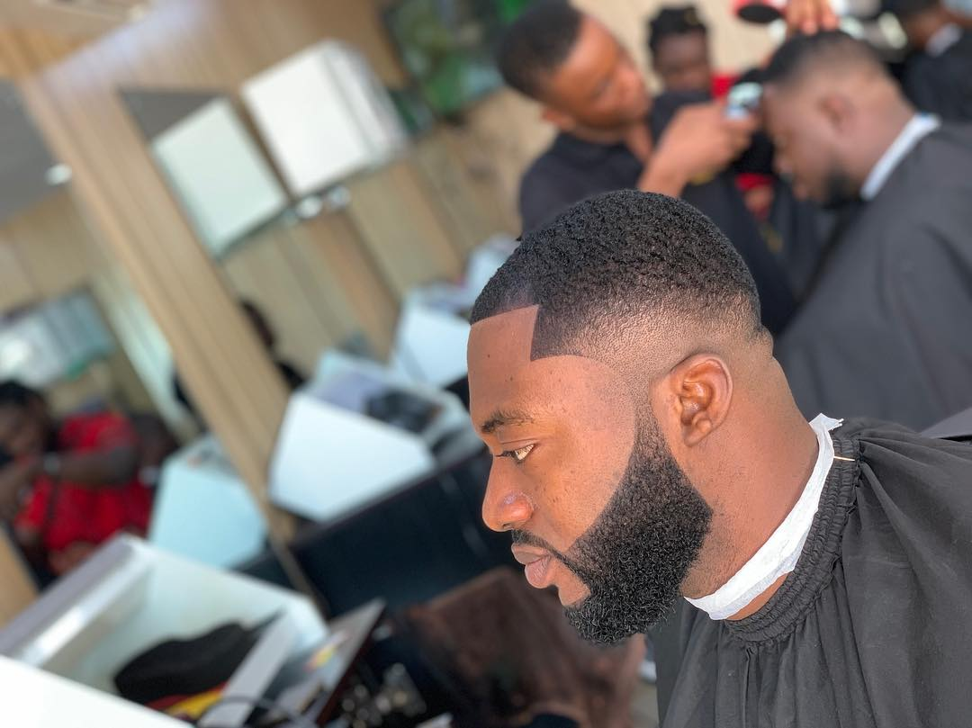 Celebrity Barber 2 - Celebrity barber making millions without a degree or certificate brags