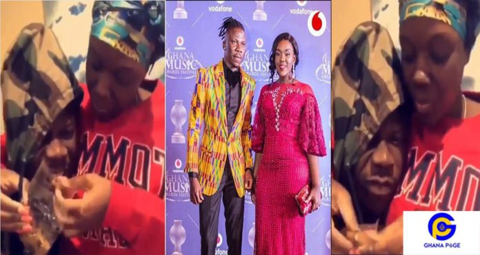 Stonebwoy Dr Louisa3 696x371 - Stonebwoy enjoys life with wife and children in USA