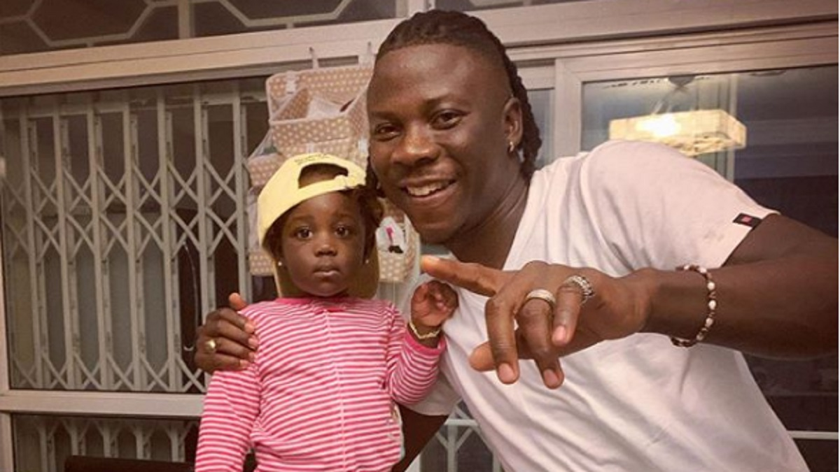 Internet users gush over cute photos of Stonebwoy taking his daughter to school