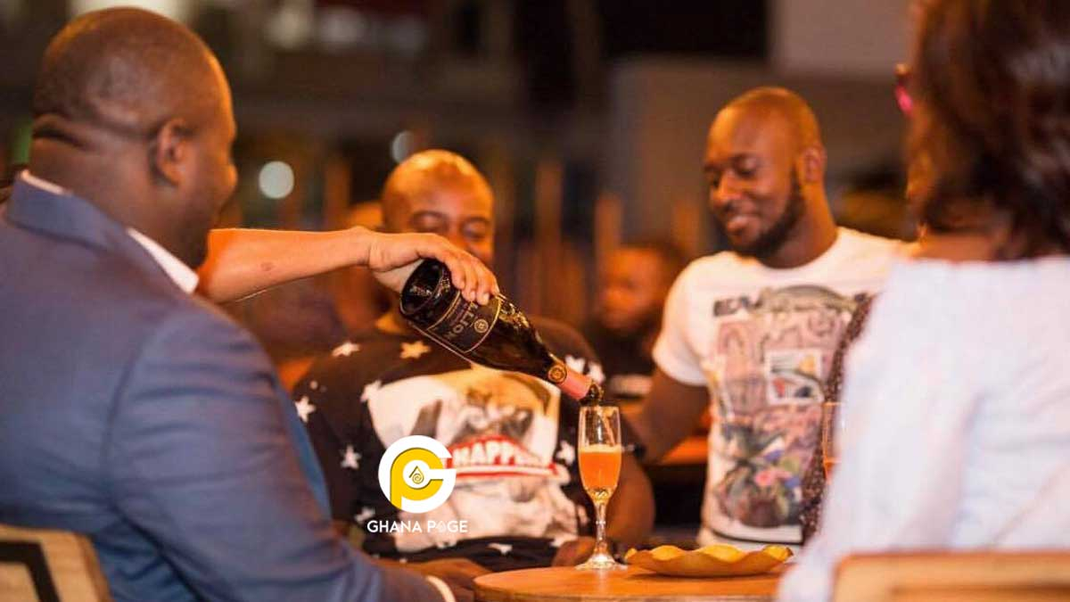 Ghanaian rich kid spends GH¢16k in one night on drinks & foods at a pub