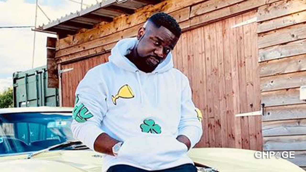 Sarkodie shows the handsome face of his newborn baby for the first time