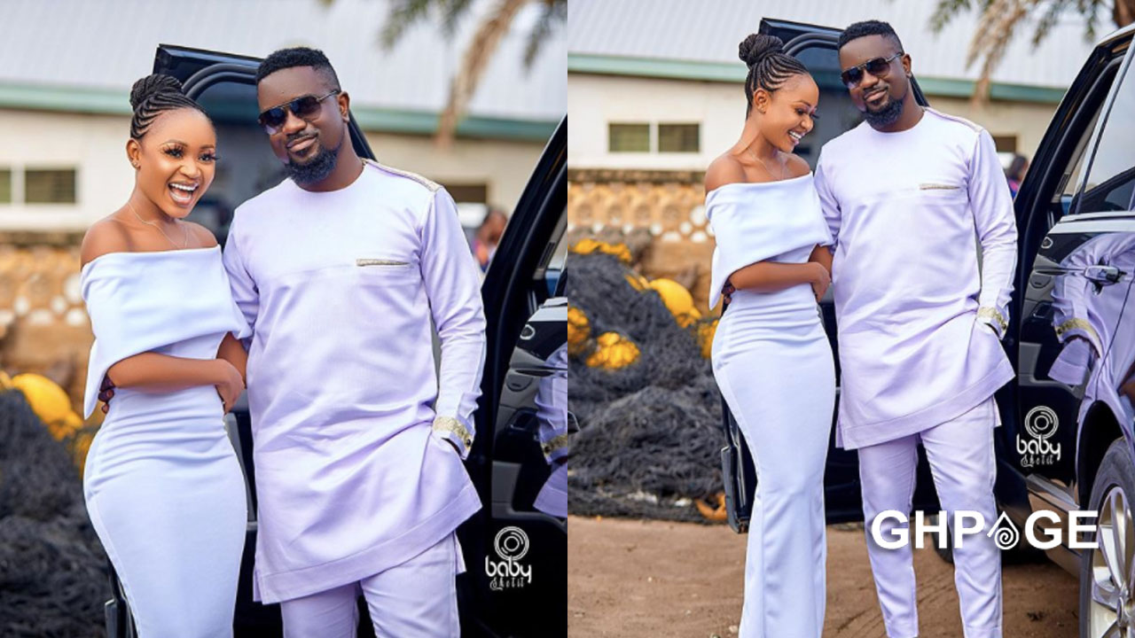 Akuapem Poloo excited after taking a photo with Sarkodie
