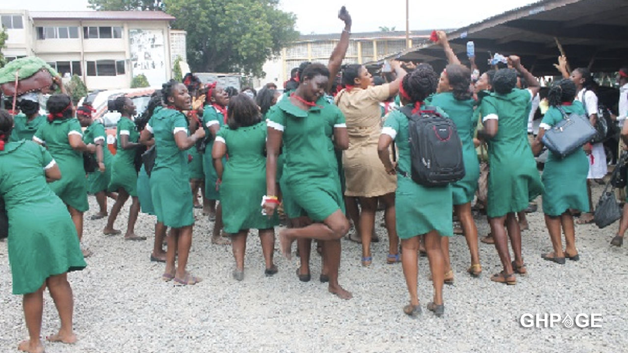Nurses to sign an agreement tomorrow preventing them from embarking on strike for at least 2 years