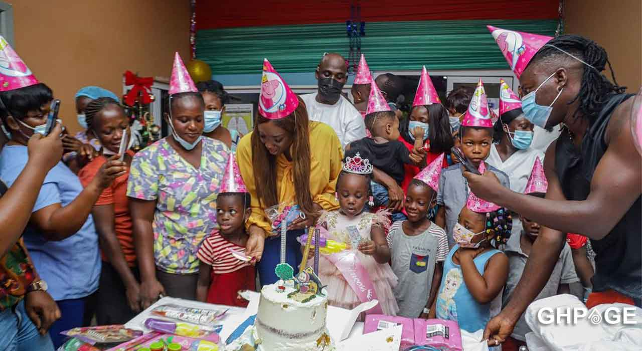 Stonebwoy pays the bills of all kids at the 37 military hospital on his daughter Jidula's birthday