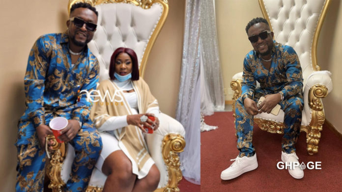 Archipalago marries girlfriend in the US