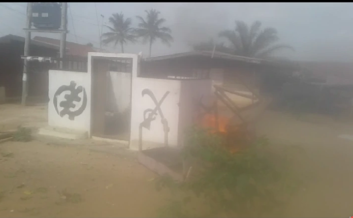 Angry Youth Set Otumfuo's Shrine On Fire And Clash With The Police For Attempting To Burn Palace | Photos