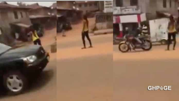 Young lady goes mad shortly after she was dropped from a car
